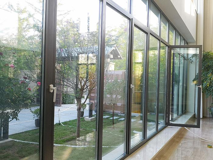如何分辨铝合金门窗的优劣